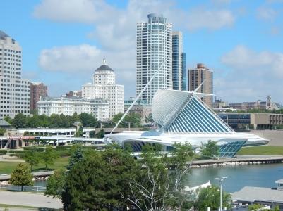 The Milwaukee Art Museum on the shore of Lake Michigan